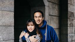 Joe Taslim dan Julia Taslim sering dianggap sebagai couple goals oleh netizen yang sering berkomentar pada Instagram Julia Taslim. Banyak dari netizen sangat takjub bahwa keduanya awet muda padahal telah memiliki 3 anak. (Liputan6.com/IG/julietaslim)