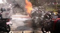 Foto sepeda motor terbakar di Kemlu. (Humas Polres Jakpus)