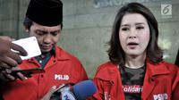 Ketua Umum PSI Grace Natalie memberikan keterangan saat memenuhi panggilan Bareskrim Polri di Jakarta, Selasa (22/5). Pemanggilan terkait dugaan pelanggaran kampanye di luar jadwal yang dilaporkan Bawaslu. (Merdeka.com/Iqbal S Nugroho)