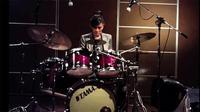 Video Titi bermain drum
