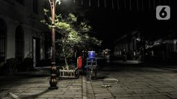 Suasana sepi di kawasan Kota Tua, Jakarta, Kamis (31/12/2020). Pemprov DKI Jakarta menutup kawasan Kota Tua pada malam Tahun Baru kali ini guna mencegah kerumunan warga sebagai langkah memutus penyebaran COVID-19. (merdeka.com/Iqbal S. Nugroho)
