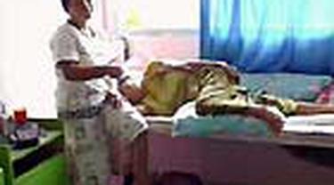 Belasan warga di Masohi, Maluku Tengah terbaring lemas lantaran terserang malaria. Meski demikian dinas kesehatan setempat belum menetapkan kondisi ini sebagai kejadian luar biasa.