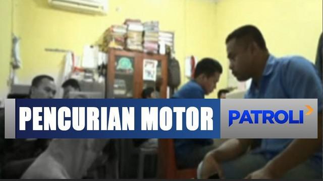 Sementara motornya pun dirusak massa. Aparat Polsek Sukarami bertindak mengamankan kedua pria yang terlibat pencurian.