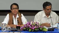 Menteri PP dan PA, Yohana Yambise menggelar konfrensi pers di Gedung Kementerian PP dan PA, Jakarta, Rabu (4/5).Yohana ingin pelaku yang memperkosa YN dihukum mati atau penjara seumur hidup. (Liputan6.com/Helmi Afandi)