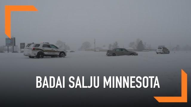 Badai salju hebat melanda beberapa kawasan di Mennesota, AS. Tebalnya salju membuat jalanan tertutup hingga terjadinya kecelakaan.