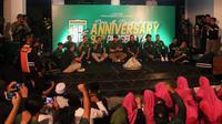 Persebaya Surabaya menggelar perayaan ulang tahun secara sederhana di Wisma Eri Irianto, Jalan Karanggayam No. 1, Surabaya, Senin (17/6/2019) malam. (Bola.com/Aditya Wany)