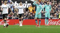 Valencia menang 2-0 atas Barcelona. (AP Photo/Alberto Saiz)