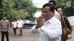 Bakal calon presiden, Prabowo Subianto tiba untuk menjalani tes kesehatan di RSPAD Gatot Soebroto, Jakarta, Senin (13/8). KPU menyelenggarakan tes kesehatan bagi para kandidat capres dan cawapres Pilpres 2019. (Merdeka.com/Iqbal S. Nugroho)