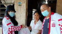 Relawan Solmet membagikan bantuan korban banjir Bekasi dan Jakarta. (Ist)