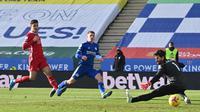 Alisson Blunder Lagi, Liverpool Dihajar Leicester di Liga Inggris (AFP)