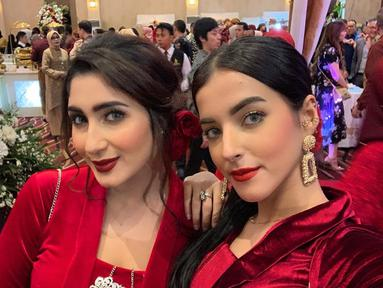 Diketahui Tania Nadira dan Tasya Farasya masih memiliki hubungan kekerabatan. Keduanya pun kerap tampil kompak di beberapa acara keluarga. Tasya bahkan kerap mengunggah kebersamaan mereka di media sosial. (Liputan6.com/IG/@tanianadiraa)