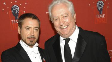 Rober Downey Jr dan Robert Downey Sr. pada 2008.  (AP Photo/Evan Agostini, File)