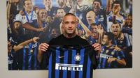 Radja Nainggolan memutuskan pergi dari AS Roma dan resmi bergabung dengan Inter Milan pada Selasa (26/6/2018). (dok. Inter Milan)