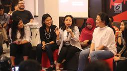 "Beauty Expert, Anggie Rasly berbagi cerita pada talk show bertema ""Human Development Empowering Women in Today's Society"" di Kerja @86 Hub, Jakarta, Kamis (21/2). Talkshow dihadiri pembicara perempuan dan generasi milenial. (Liputan6.com/Fery Pradolo)"