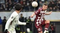 Lukas Podolksi saat masih memperkuat tim Jepang, Vissel Kobe (Kazuhiro NOGI / AFP)