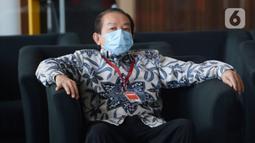 Advokat, Hardja Karsana Kosasih menunggu panggilan penyidik akan menjalani pemeriksaan di Gedung KPK, Jakarta, Rabu (20/05/2020). Hardja Karsana Kosasih diperiksa terkait kasus dugaan suap dan gratifikasi dalam penangan perkara di Mahkamah Agung (MA). (merdeka.com/Dwi Narwoko)