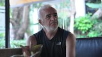 Pelatih Arema FC, Mario Gomez, yang terjebak di Malang saat pandemi virus corona. (Bola.com/Iwan Setiawan)