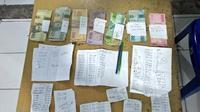 Polres Bitung mengamankan sejumlah barang bukti yang terdiri dari uang tunai sebesar Rp732 ribu, kertas rekapan togel, serta 1 buah ponsel.