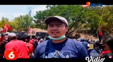 Mahasiswa yang tergabung dalam aliansi Trunojoyo Bergerak memblokade Jembatan Suramadu hingga menduduki gedung DPRD Bangkalan sebagai bentuk penolakan terhadap Omnibus Law UU Cipta Kerja.