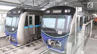 Dua kereta MRT berada di stasiun Lebak bulus Jakarta, Senin (25/2). Pada 5 Maret nanti pihak Kereta MRT akan membuka pendaftaran uji coba umum. Dengan begitu, masyarakat bisa mengikuti progres pembangunan. (Liputan6.com/Angga Yuniar)