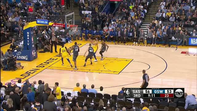 Berita video game recap NBA 2017-2018 antara Golden State Warriors melawan San Antonio Spurs dengan skor 110-107.