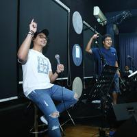 Afgan dan Erwin Gutawa di sesi latihan untuk HUT SCTV ke-26. (Galih W. Satria/Bintang.com)