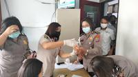 Tes dilakukan oleh personel Bidang Kedokteran dan Kesehatan (Bid Dokkes) Polda Sulut, melalui pemeriksaan sampel urine.