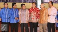 Wapres Jusuf Kalla (ketiga kiri) bersama Ketua Apindo Hariyadi Sukamdani (kedua kiri) dan Bambang Brodjonegoro (ketiga kakan) saat menghadiri sosialisasi Tax Amnesty di Jakarta, Kamis (21/7). (Liputan6.com/Angga Yuniar)