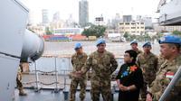 Menteri Luar Negeri RI Retno Marsudi di atas KRI Usman Harun di Port Beirut, Lebanon (25/2/2018). KRI Usman Harun beserta personel ALRI di sana merupakan bagian gugus tugas Maritime Task Force UNIFIL -- Pasukan Perdamaian PBB untuk Lebanon (Kemlu RI)