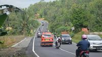Kondisi arus lalu lintas di Jalan Nasional Lintas Selatan (JLS) Jawa Tengah ruas Lumbir, Banyumas perbatasan Karangpucung, Cilacap. (Foto: Liputan6.com/Muhamad Ridlo)