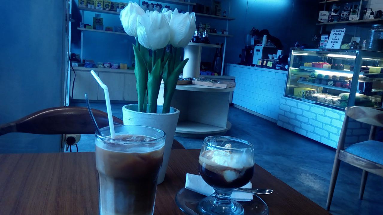 Kedai Koffie Talkie menyedot perhatian kalangan muda Garut untuk nongkrong ngopi bareng. (Liputan6.com/Jayadi Supriadin)
