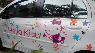 Stiker Hello Kitty Mewabah di Pengguna Roda Empat Ibukota