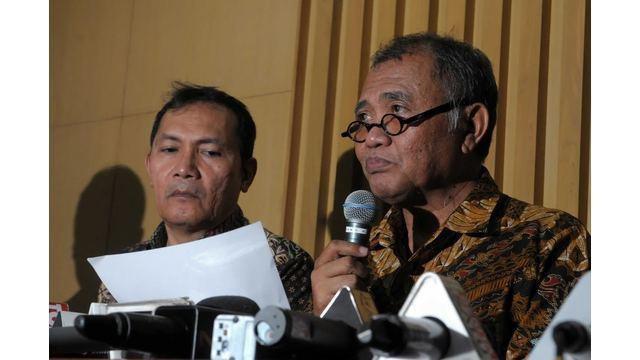 Tim Satgas KPK menangkap 2 orang pejabat Kejati Jawa Barat dalam Operasi Tangkap Tangan (OTT) di Subang