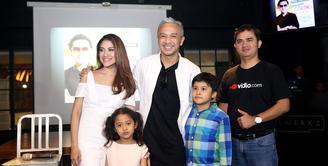 Vokalis utama grup band Nidji, Giring Ganesha kali ini yang bakal 'buka-bukaan' di vidio.com. (Andy Masela/Bintang.com)