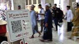Sebuah papan pembayaran Infaq non tunai berada di counter Masjid Istiqlal, Sabtu (11/5/2019). Bank DKI terus mendorong penerapan transaksi non tunai menggunakan Scan to Infaq dari JakOne Mobile Bank DKI dengan menggandeng sejumlah masjid di Jakarta untuk menjadi mitra JakQR. (Liputan6.com/HO/Budi)