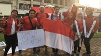 Mahasiswa Indonesia memberikan dukungan untuk Timnas Indonesia di Stadion Rajamangala, Bangkok, Jumat (17/11/2018). (Bola.com/Benediktus Gerendo Pradigdo)