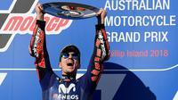 Pembalap Movistar Yamaha, Maverick Vinales, menjuarai MotoGP Australia, di Sirkuit Phillip Island, Minggu (28/10/2018). (AP/AP Photo/Andy Brownbill)