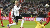 Julian Brandt menyumbang satu gol saat timnas Jerman mengalahkan Peru 2-1 dalam uji coba di WIRSOL Rhein-Neckar-Arena,  Senin (10/9) dini hari WIB. (AP Photo/Michael Probst)