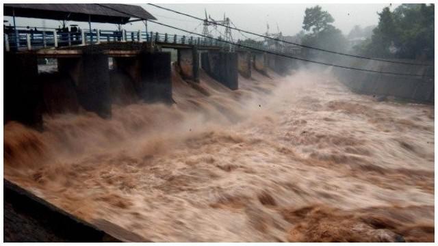Kepala Bidang Operasi dan Pemeliharaan Balai Besar Ciliwung Cisadane, Gemala Suzanti, menjelaskan tingginya curah hujan yang bakal terjadi di pertengahan Desember 2015 akan menjadi masa peningkatan debit air di Bendung Katulampa, Bogor, Jawa Barat. Di ma