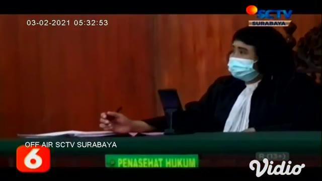 Sidang lanjutan kasus pembakaran mobil milik artis Via Vallen, memasuki babak putusan yang dibacakan Majelis Hakim di Pengadilan Negeri Sidoarjo, Jawa Timur, Senin sore (01/2). Pije merupakan terdakwa pembakar mobil mewah, telah dijatuhi hukuman 6 ta...