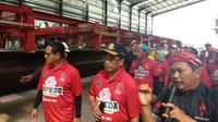 Menhub Budi Karya Sumadi meninjau pembangunan proyek LRT di Plant Precast LRT Pancoran, Jakarta (Dok Foto: Liputan6.com/Maulandy Rizky Bayu Kencana)