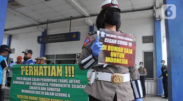 Dirlantas Polda Jateng Sterilisasi Armada Bus yang Masuk Terminal