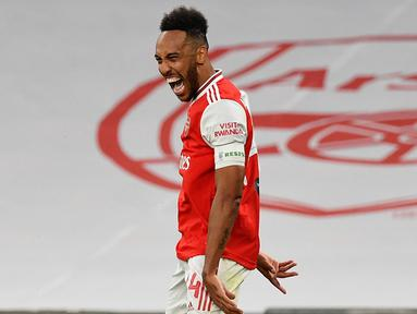 Penyerang Arsenal, Pierre-Emerick Aubameyang berselebrasi usai mencetak gol kedua ke gawang Manchester City pada pertandingan semifinal Piala FA di Wembley di London, Inggris, Sabtu, (18/7/2020). Arsenal menang 2-0 atas City.  (AP Photo/Justin Tallis, Pool)