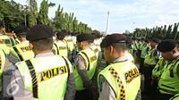 Petugas kepolisian mengikuti apel gabungan di Monas, Jakarta, Kamis (31/12). Sebanyak 1300 personel gabungan yang terdiri dari polisi, TNI, Pol PP, dan Pramuka dikerahkan untuk mengamankan perayaan malam tahun baru. (Liputan6.com/Immanuel Antonius)