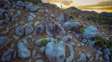 Taman batu, spot swafoto unik di Gorontalo yang viral. (Liputan6.com/Arfandi Ibrahim)