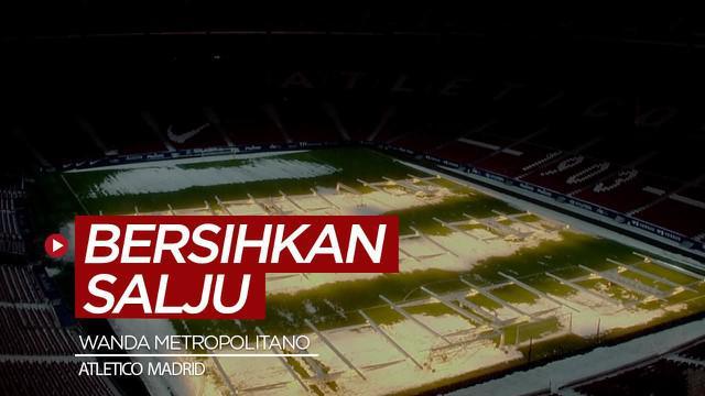 Berita video cara menarik membersihkan salju di Stadion Wanda Metropolitano, kandang dari Atletico Madrid.