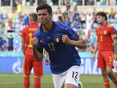 Timnas Italia memetik kemenangan ketiganya saat mengalahkan Wales 1-0, Minggu (20/6/2021) malam WIB dalam laga terakhir Grup A Euro 2020 (Euro 2021) di Olimpico Stadium, Roma. Italia lolos ke 16 Besarsebagai juara grup dengan poin 9 diikuti Wales sebagai runner-up. (Foto: AP/Pool/Alberto Lingria)