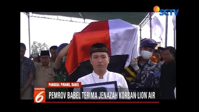 Suasana haru sambut serah terima jenazah anggota DPRD Bangka Belitung, Murdiman, yang menjadi korban Lion Air JT 610.