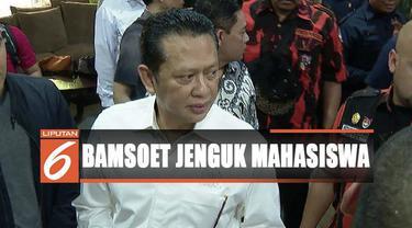 Bamsoet juga menjenguk sembilan personel Polri dan seorang mahasiswa korban bentrok yang dirawat di RS Polri Kramat Jati.