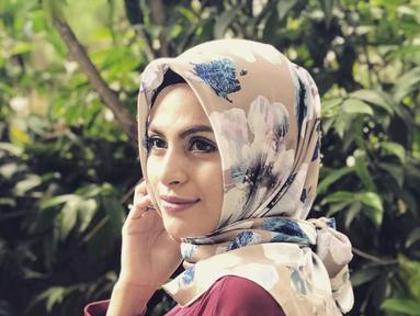 Jelang Ramadan, Asha Syara tampil berbeda. Ia mengaku baru saja memutuskan untuk berhijab. Keputusan berhijab didapat saat mengikuti sebuah kajian. (Instagram/ashasyara)